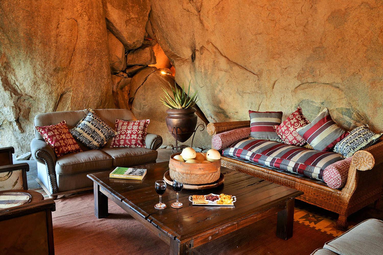 amalinda lodge matopos-national-park-lodges-lounge-wine-drinks