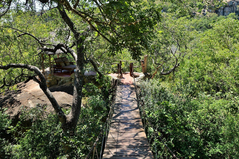 amalinda lodge matopos-national-park-lodges-walkway