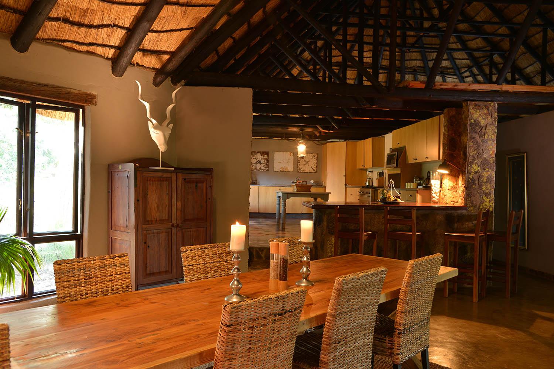 amalinda lodge matopos-national-park-lodges-zimbabwe-accommodation-homestead-dining-room