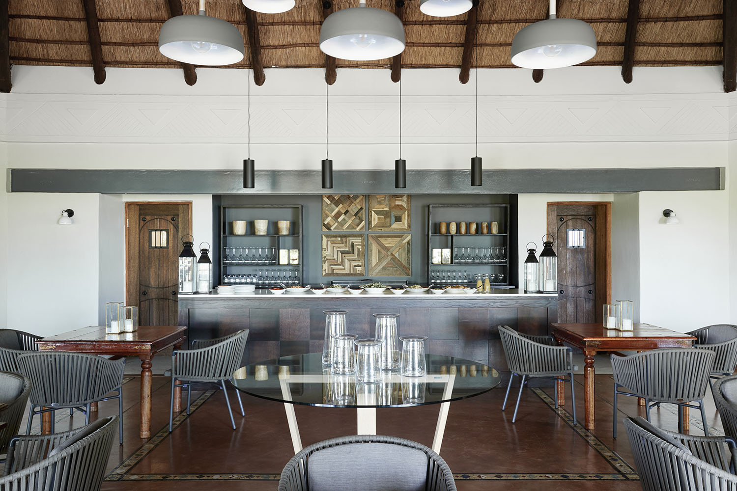 chobe chilwero botswana-lodges-zambia-in-style-chobe-national-park-lodge-dining-hall