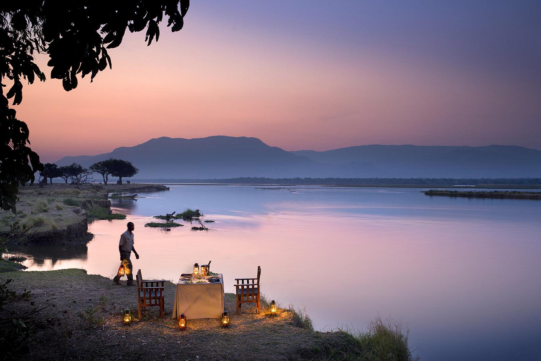 zambezi expeditions mana-pools-national-park-lodges-zimbabwe-accommodation-african-bush-camps-dinner