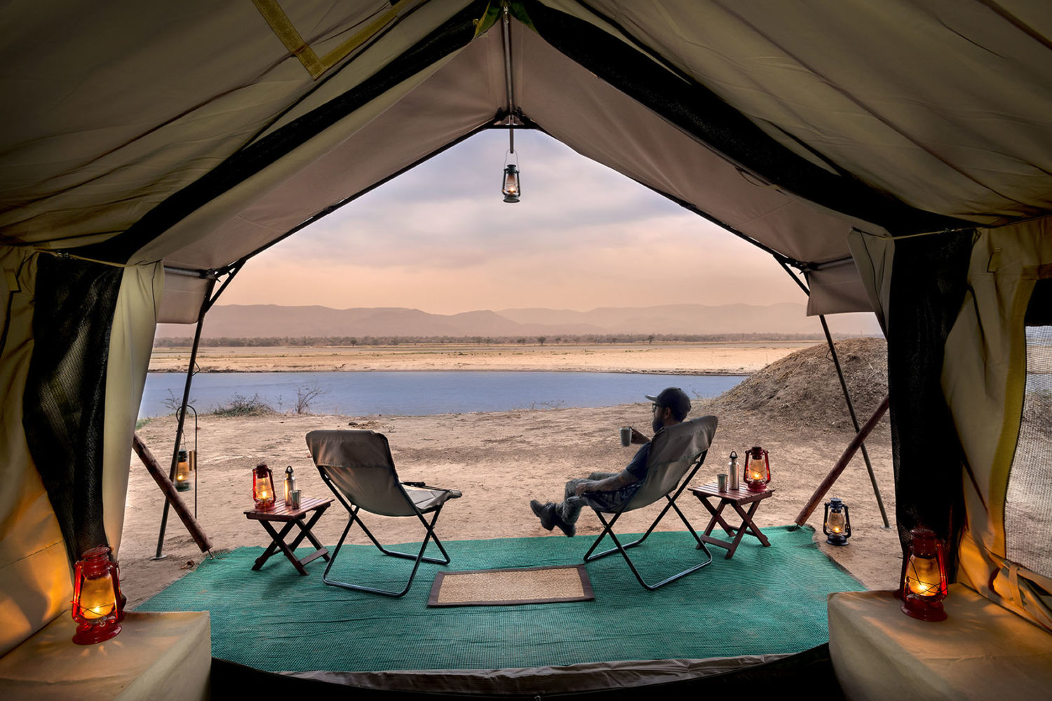 zambezi expeditions mana-pools-national-park-lodges-zimbabwe-african-bush-camps-tent-views-drinks