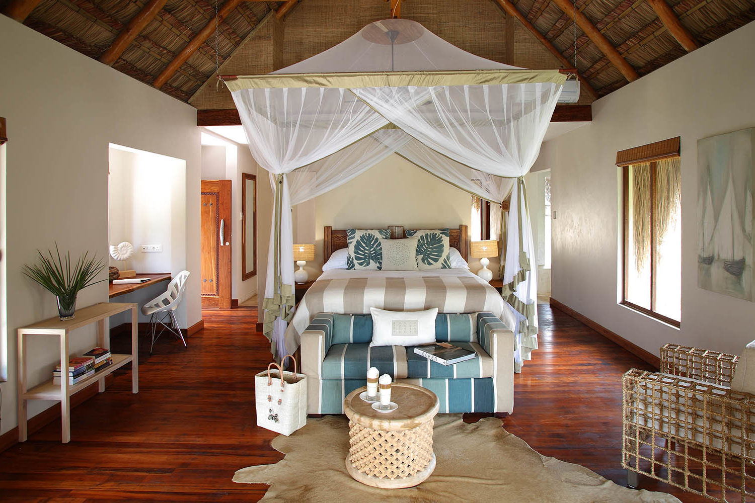azura benguerra mozambique-lodges-zambia-in-style-ultimate-beach-experiences-paradise-infinity-villa-interior-delicious-monster