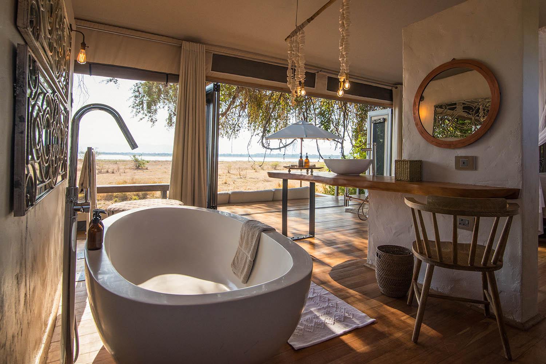 chikwenya camp zimbabwe-lodges-accommodation-zambia-in-style-mana-pools-zambezi-river-wilderness-bathroom