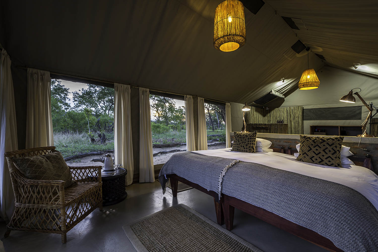davisons camp hwange-national-park-zimbabwe-lodges-wilderness-classic-safari-bed