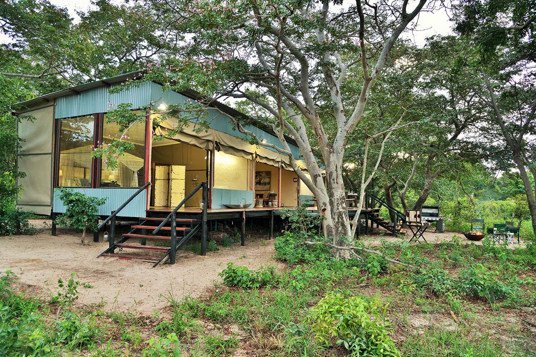 khulus retreat hwange-national-park-zimbabwe-lodges-the-amalinda-collection-deck
