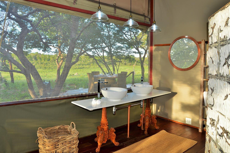 khulus retreat villa-hwange-national-park-zimbabwe-lodges-the-amalinda-collection-bathroom