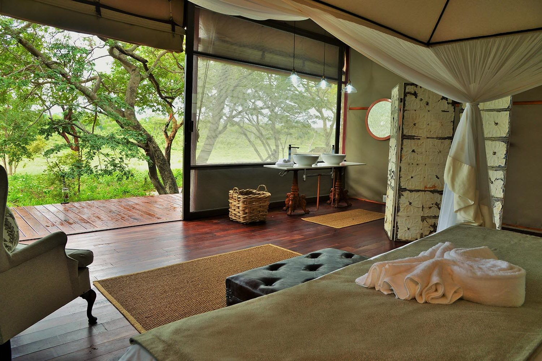 khulus retreat villa-hwange-national-park-zimbabwe-lodges-the-amalinda-collection-bedroom-views