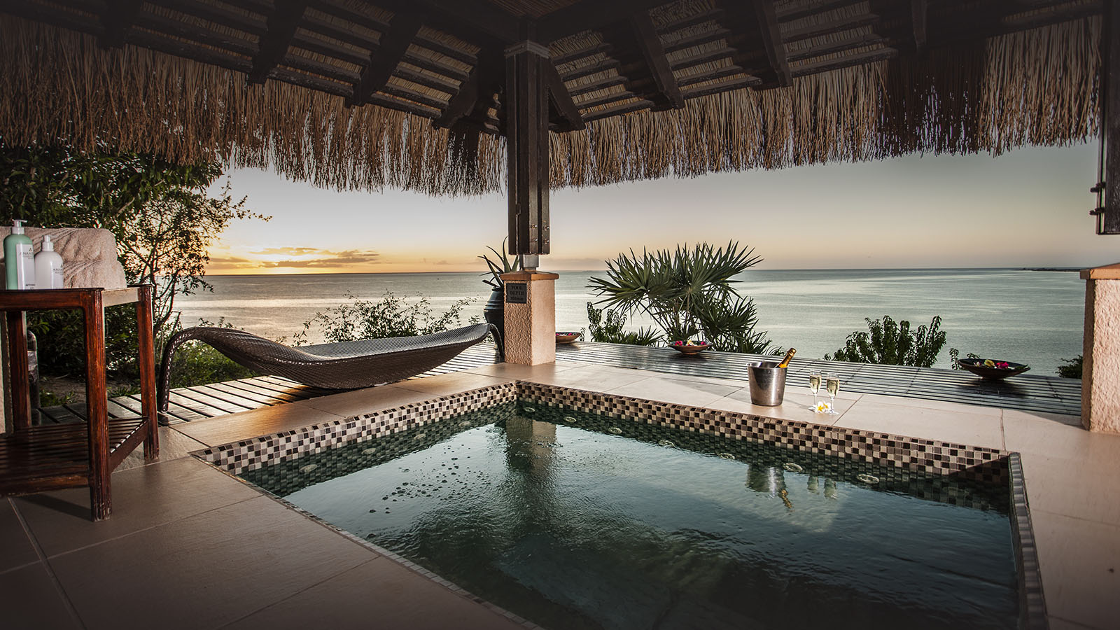 anantara bazaruto mozambique-lodges-zambia-in-style-luxury-bazaruto-island-pool-seaview