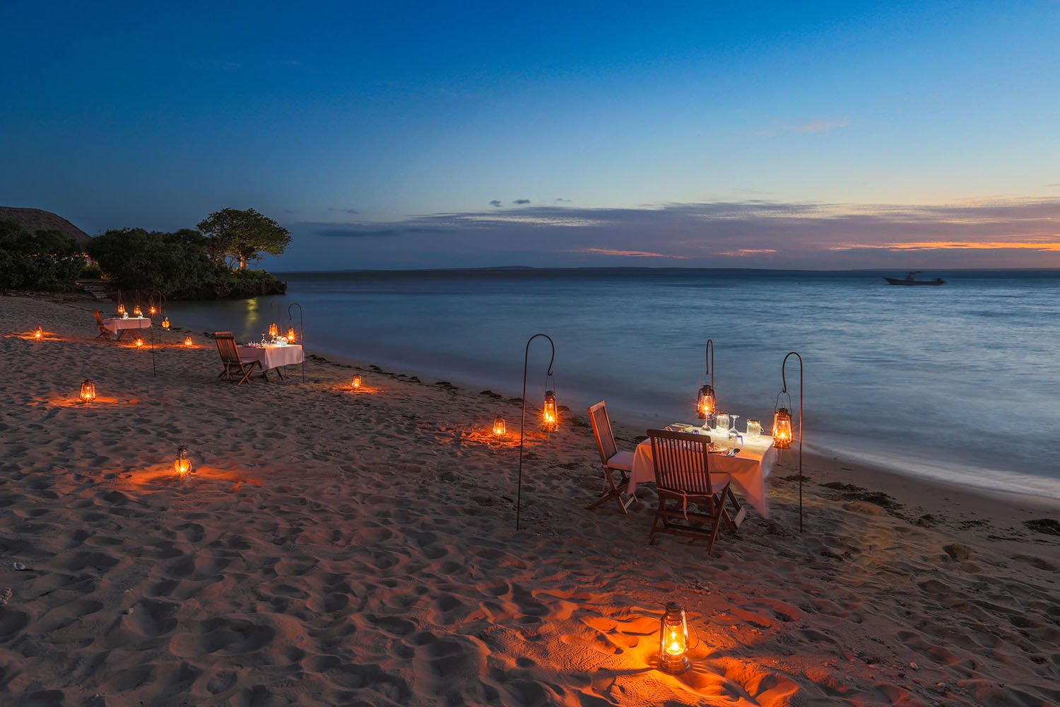 azura quilalea mozambique-lodges-zambia-in-style-quirimbas-archipelago-private-dining-on-the-beach