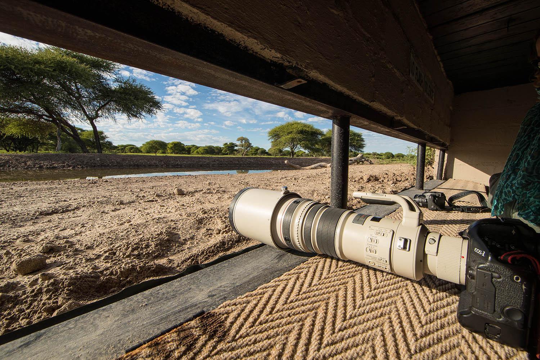 dinaka camp central-kalahari-game-reserve-botswana-lodges-zambia-in-style-underground-photographic-bunker