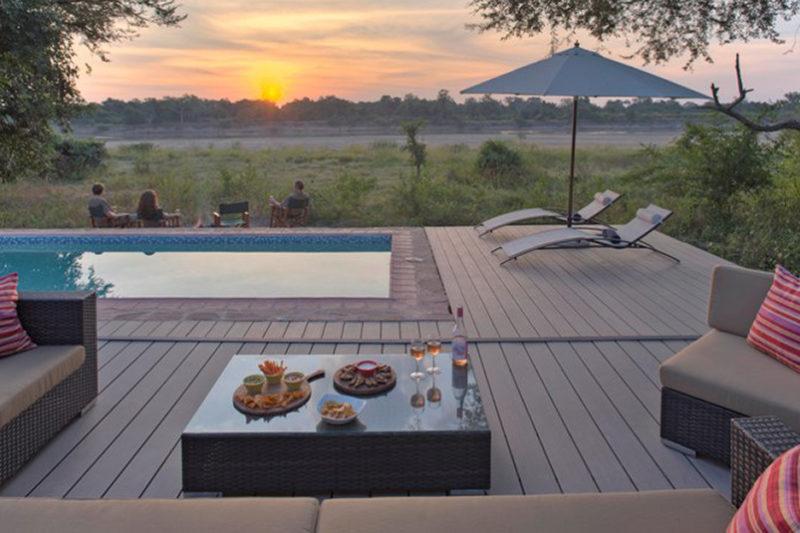 flatdogs-crocodile-nest-zambia-in-style-south-luangwa-national-park-lodges-croc-nest-sunset-around-the-fire