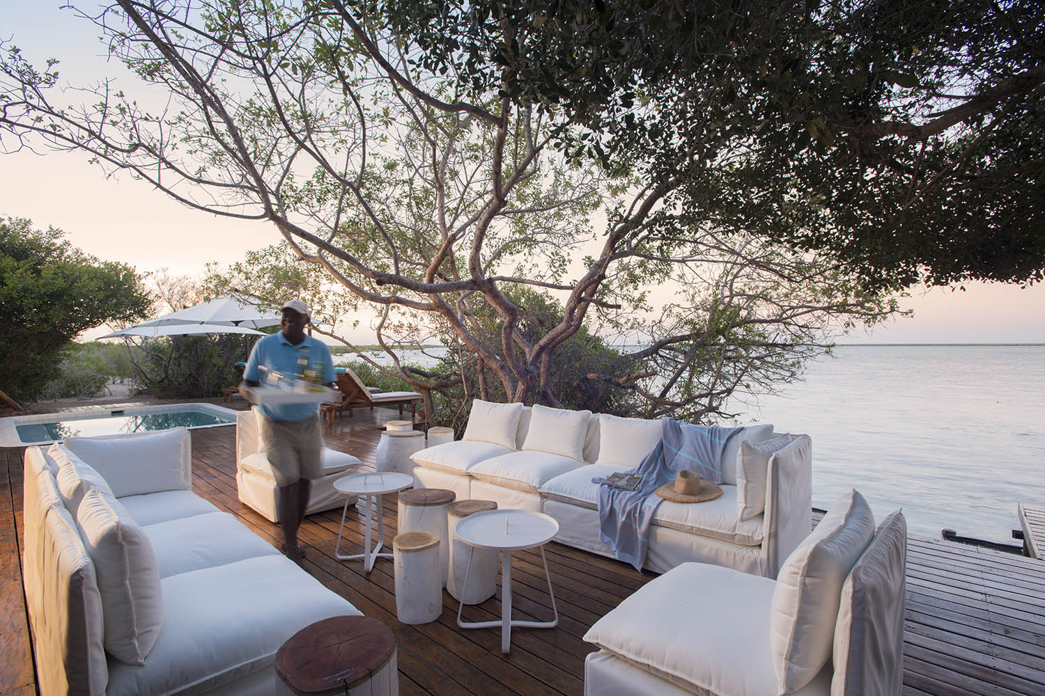rio azul mozambique-lodges-zambia-in-style-vilanculos-luxurious-location-drinks-views