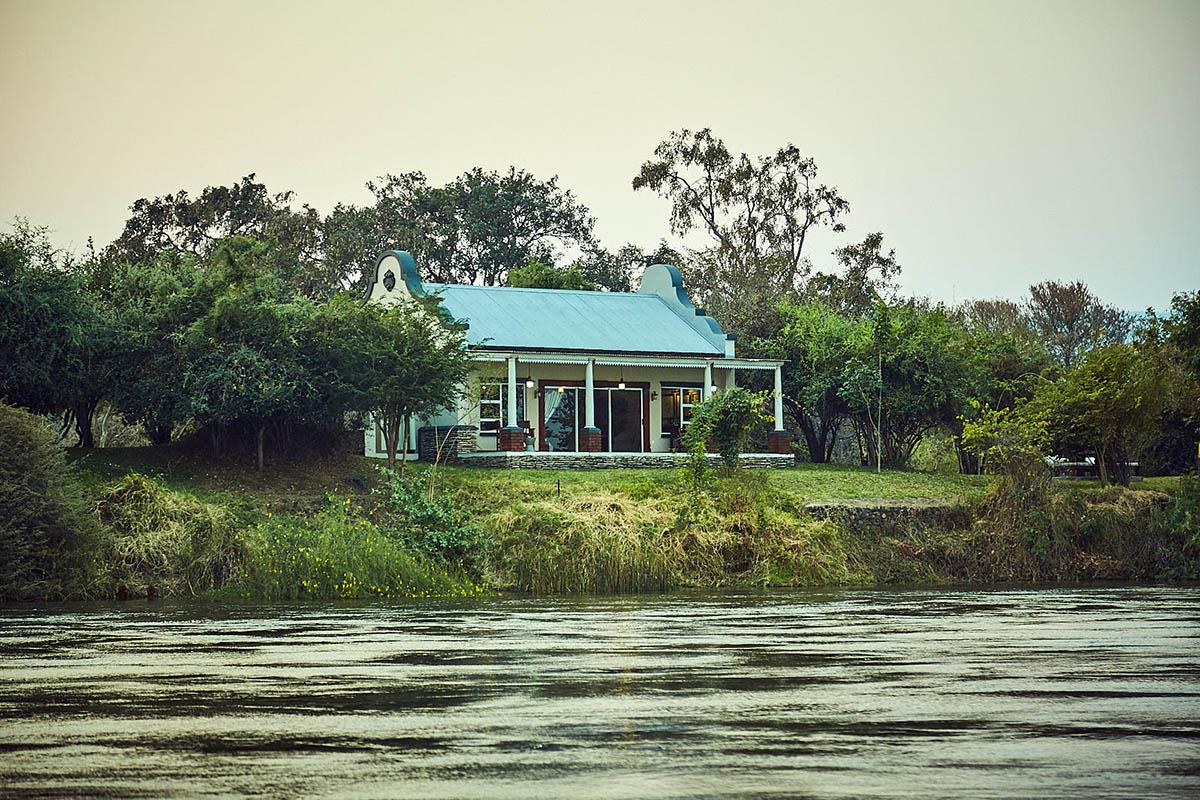 zambezi grande zambia-in-style-lower-zambezi-national-park-modern-lodge