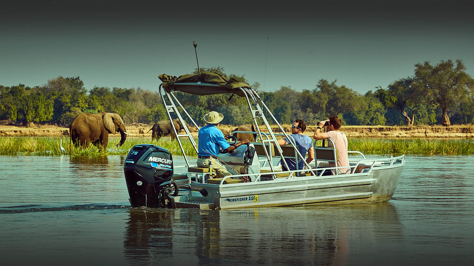 zambezi grande zambia-in-style-lower-zambezi-national-park-modern-lodges-river-safari-adventure-elephants