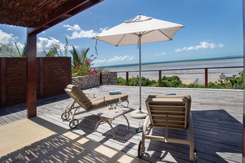 bahia-mar-mozambique-lodges-vilanculos-zambia-in-style-beach-house-deck