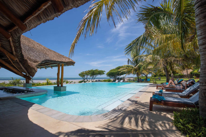 bahia-mar-mozambique-lodges-vilanculos-zambia-in-style-beach-house-ultimate-luxury-destination-pool