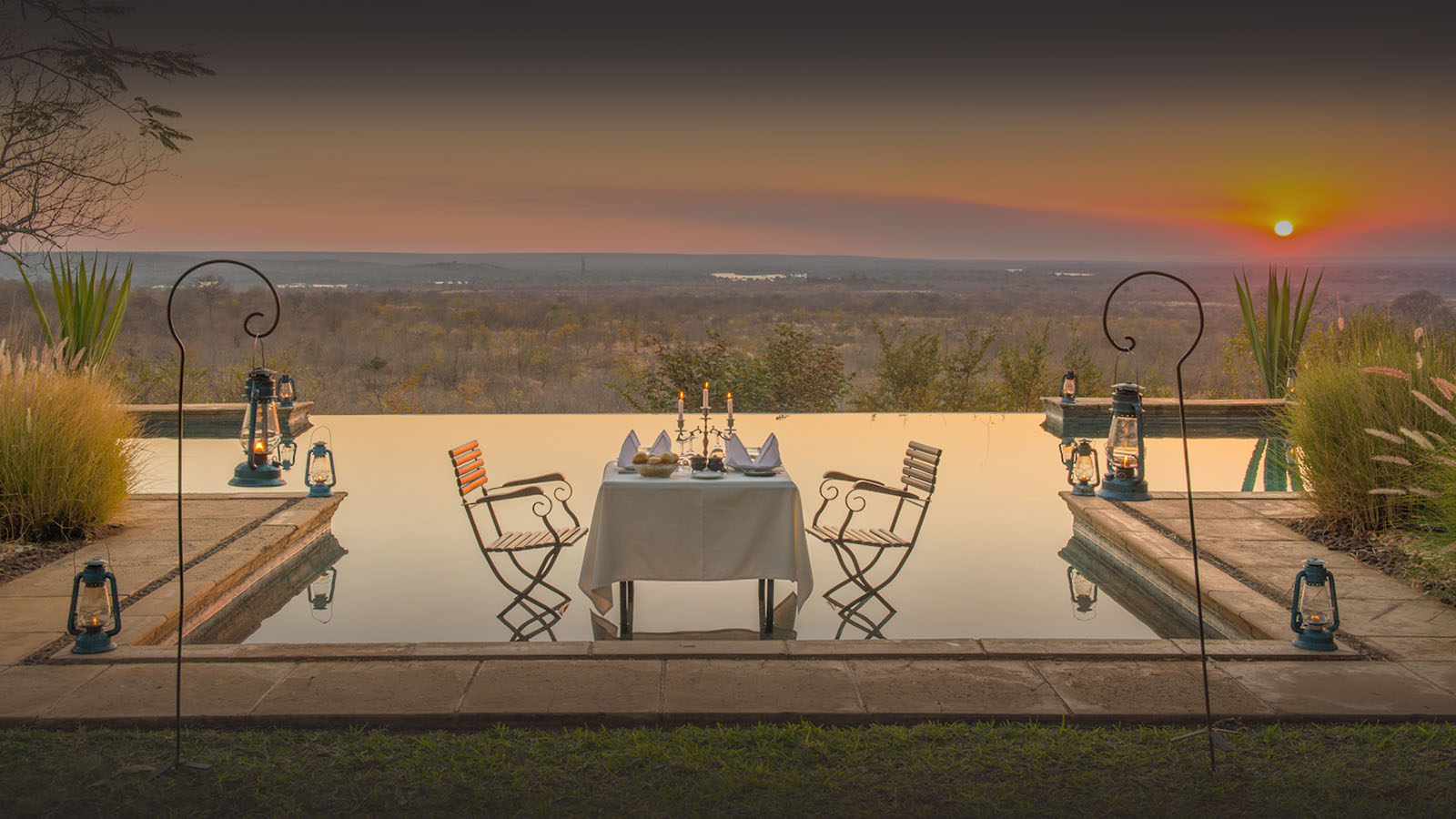stanley safari lodge livingstone-lodges-zambia-in-style-african-styled-accommodation-dinner-poolside