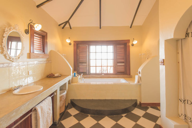 stanley safari lodge livingstone-lodges-zambia-in-style-suites-cottages-bathroom