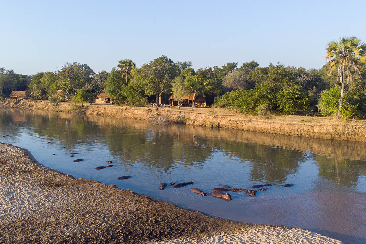 takwela-camp-north-luangwa-national-park-lodges-zambia-in-style-luangwa-river