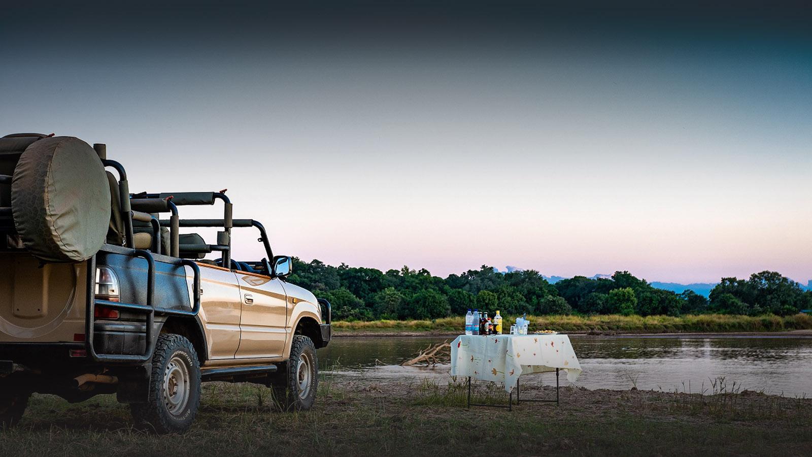 thornicroft lodge south-luangwa-mfuwe-area-zambia-in-style-good-value-safari-sundowner-drinks