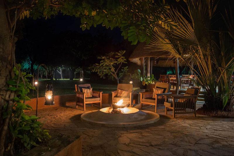 thornicroft lodge south-luangwa-mfuwe-area-zambia-in-style-lodge-campfire