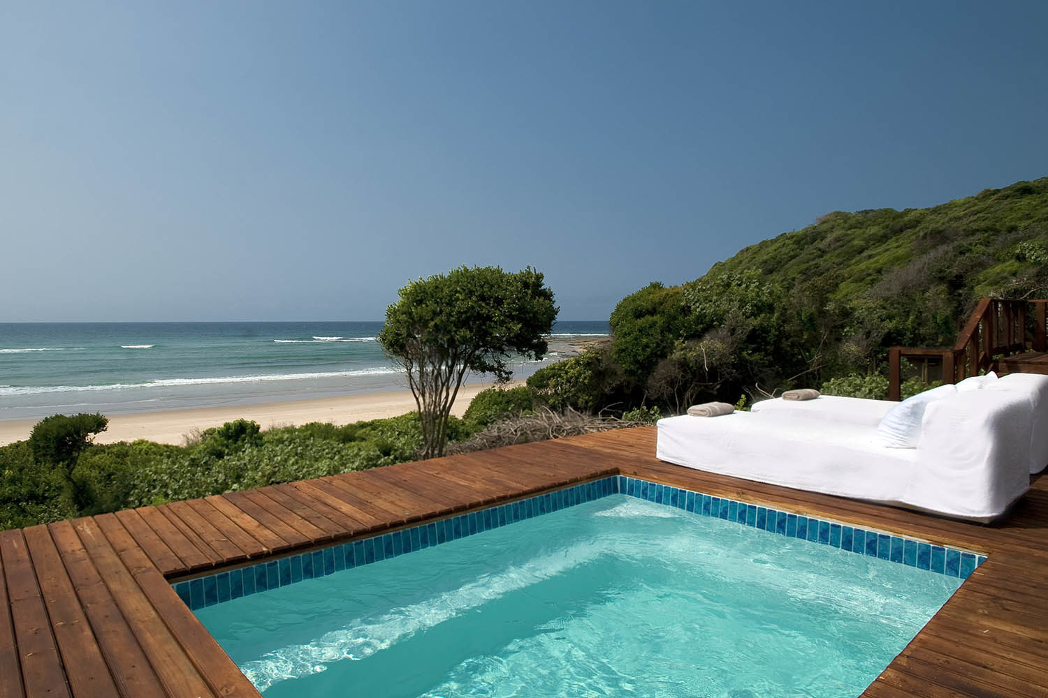white-pearl resort mozambique-lodges-zitundo-zambia-in-style-pool-deck