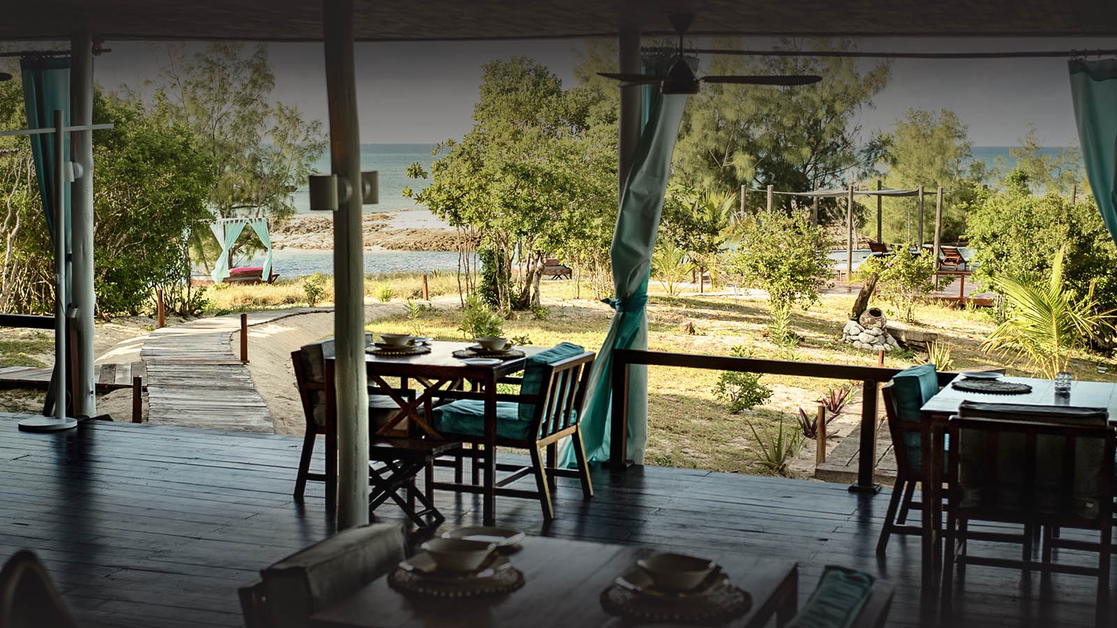 coral lodge nampula-province-mozambique-lodges-zambia-in-style-golden-beaches-restaurant-looking-over-ocean