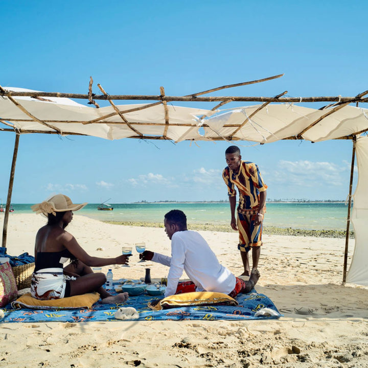coral lodge nampula-province-mozambique-lodges-zambia-in-style-staff-beach-picnic