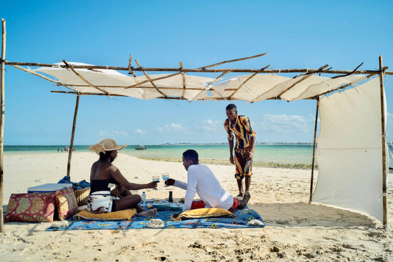 coral lodge nampula-province-mozambique-lodges-zambia-in-style-staff-beach-picnic