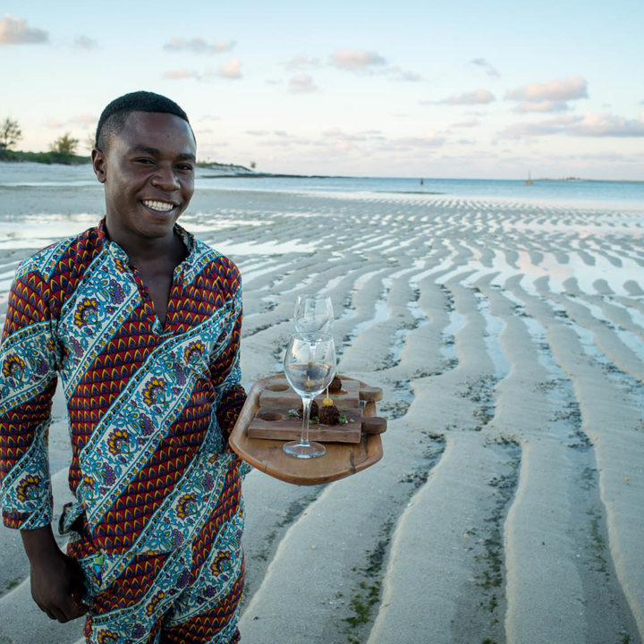 coral lodge nampula-province-mozambique-lodges-zambia-in-style-staff-suluho-serving-drinks-lowtide