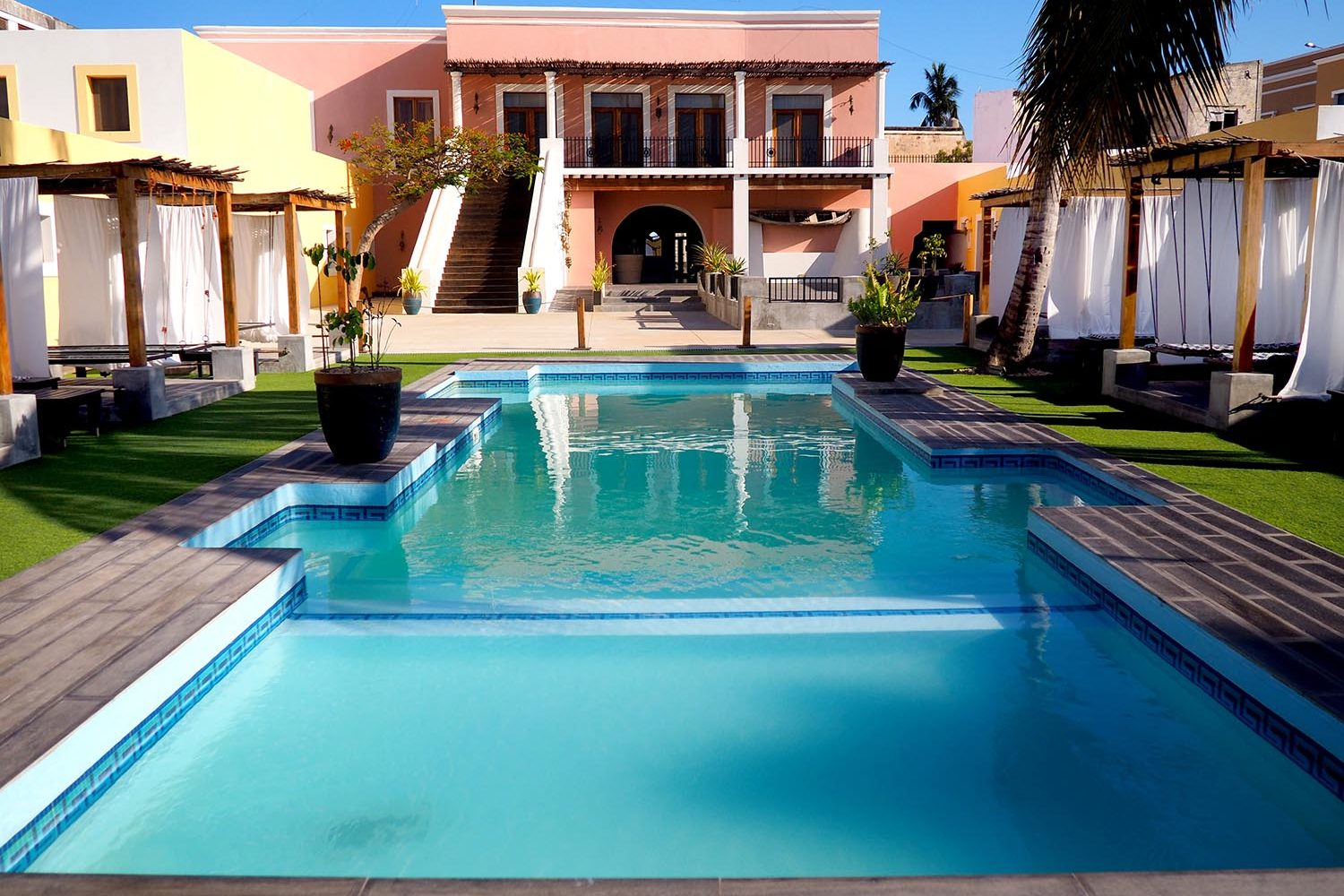 feitoria boutique hotel ilha-de-mozambique-lodges-zambia-in-style-luxurious-pool-deck