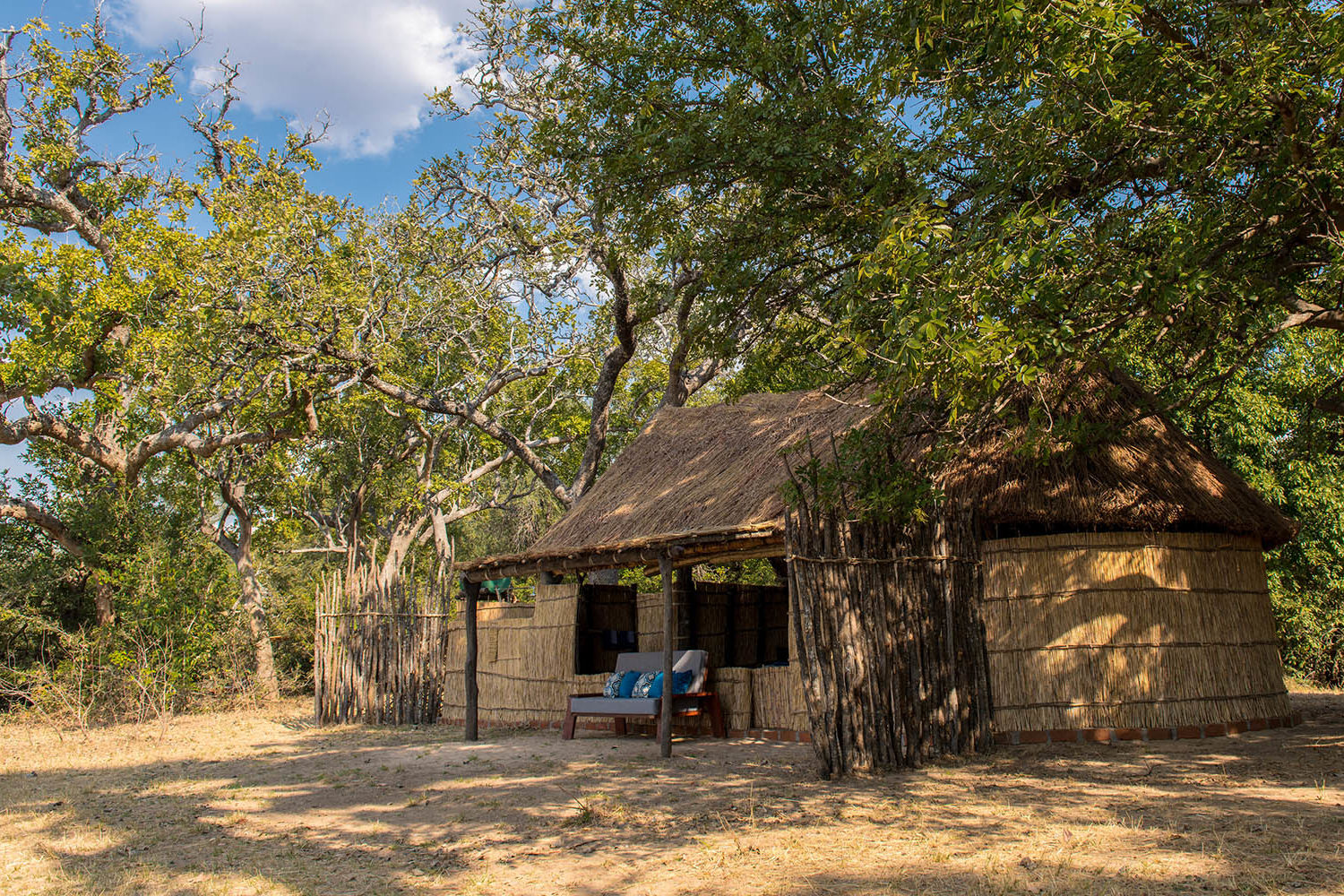 takwela-camp-north-luangwa-national-park-lodges-zambia-in-style-intimate-stay-chalet-exterior