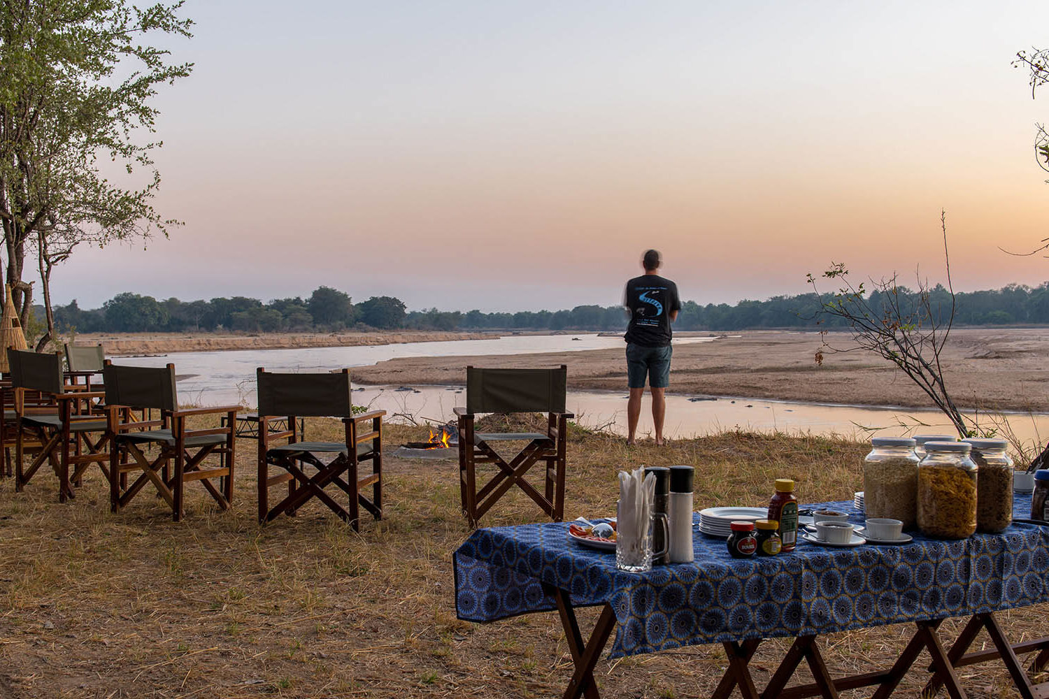 takwela-camp-north-luangwa-national-park-lodges-zambia-in-style-team-breakfast