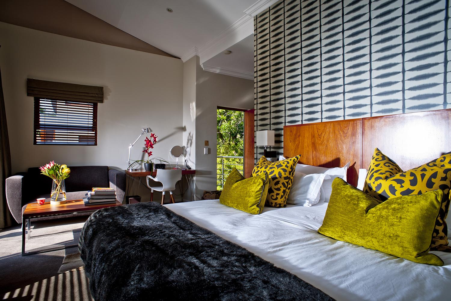 the peech boutique-hotel-melrose-johannesburg-lodges-zambia-in-style-south-africa-luxurious-rooms-comfy-bed