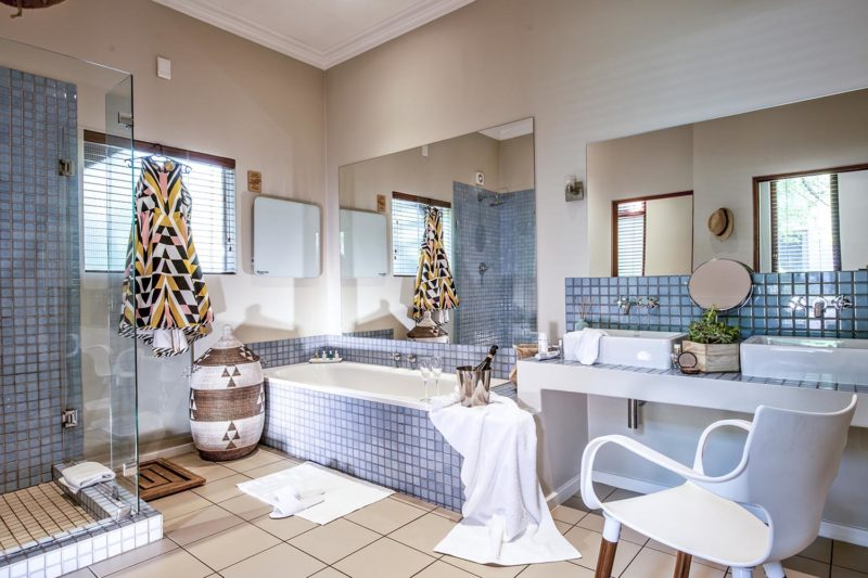 the peech boutique-hotel-melrose-johannesburg-lodges-zambia-in-style-south-africa-stylish-unique-bath