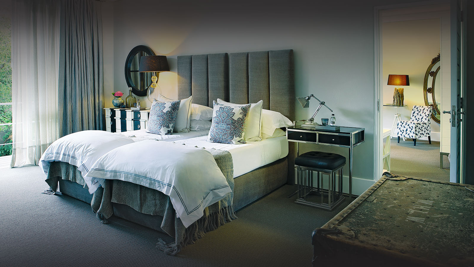 atholplace hotel-johannesburg-lodges-zambia-in-style-south-africa-stylish-modern-deluxe-suite