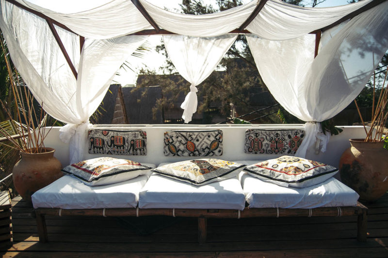 baia sonambula guest-house-tofo-mozambique-lodges-zambia-in-style-cute-clean-rooms-big-bed-on-terrace