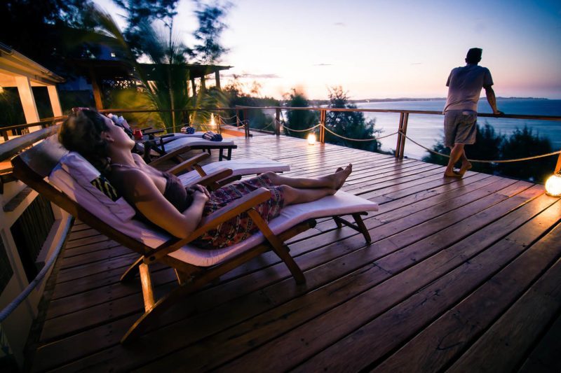 baia sonambula guest-house-tofo-mozambique-lodges-zambia-in-style-cute-clean-rooms-sundeck-terrace
