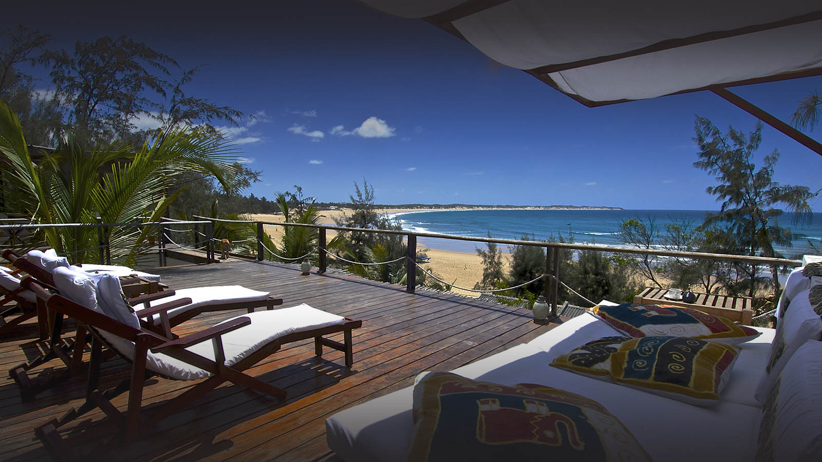 baia sonambula guest-house-tofo-mozambique-lodges-zambia-in-style-diving-enthusiast-sundeck